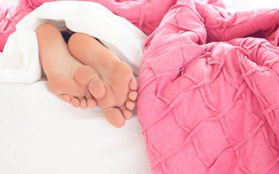 8 außergewöhnliche Tipps gegen schlechten SchlafWie Du Schlafstörungen von der Bettkante stößt und nachts endlich wieder (durch)schläfst