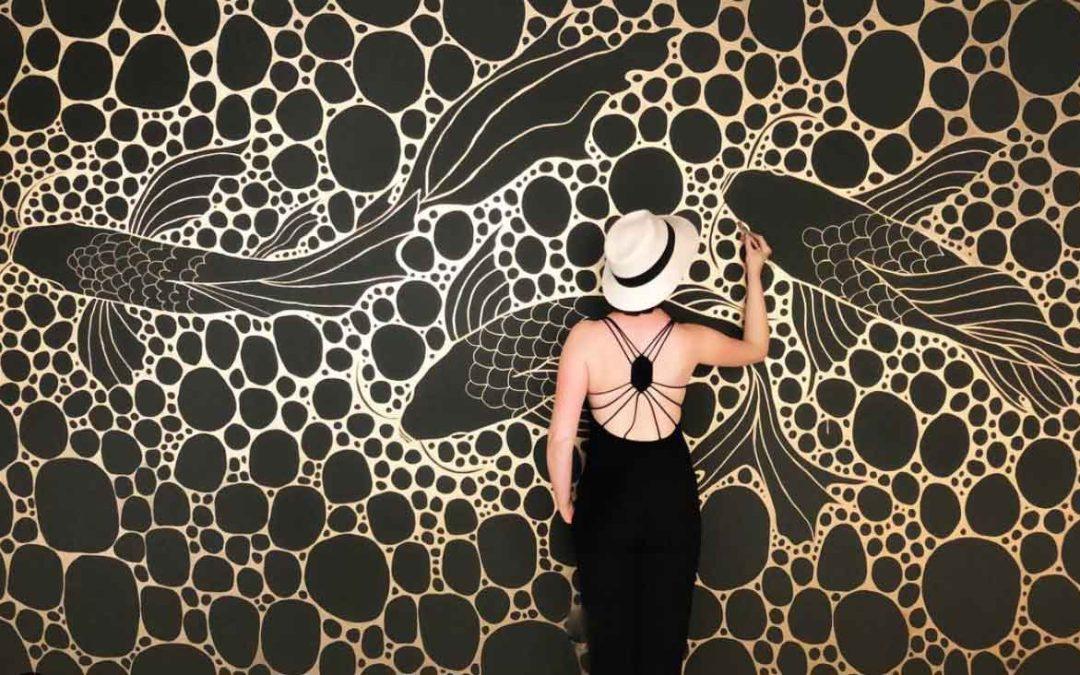 Echte KunstStücke, die Deine Räume abheben lassenWo Du außergewöhnliche Wandgemälde kaufen und damit Deine vier Wände zum Leuchten bringen kannst – mit Lena Petersen