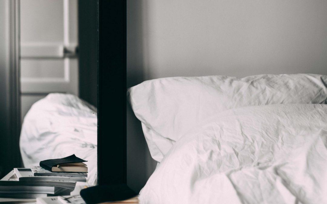 Spiegel im Schlafzimmer und die nackte Wahrheit darüber