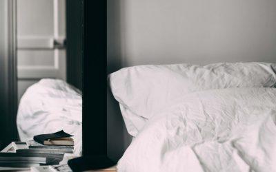 Die nackte Wahrheit über Spiegel im SchlafzimmerZwei brisante Gründe, warum sie Dir nachts den Schlaf rauben – und was Du dagegen tun kannst